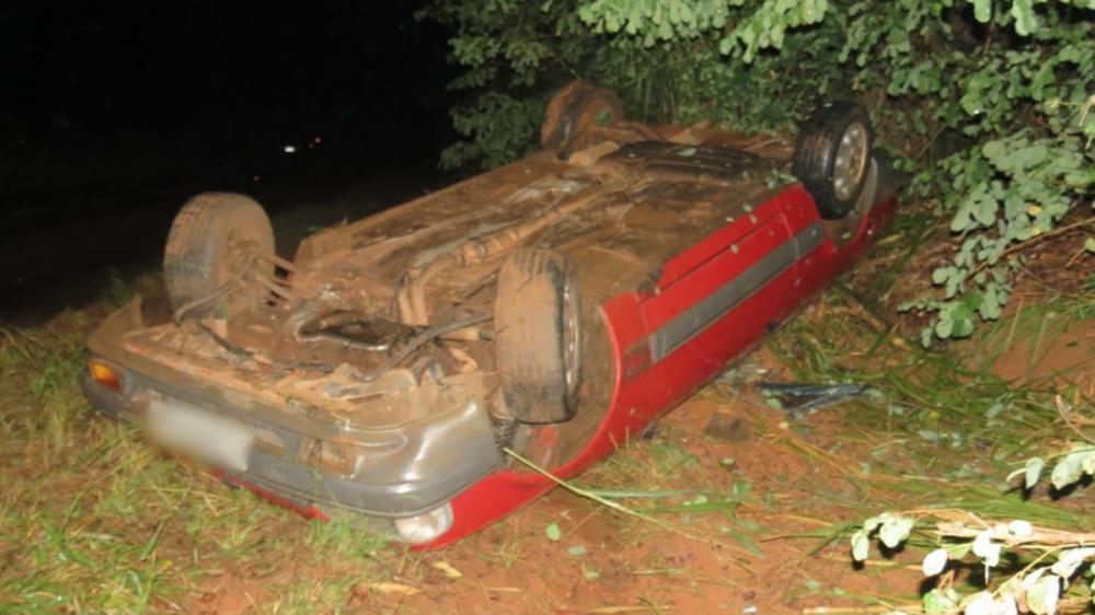 Capotamento na vicinal Sagres-Osvaldo Cruz deixa uma pessoa ferida